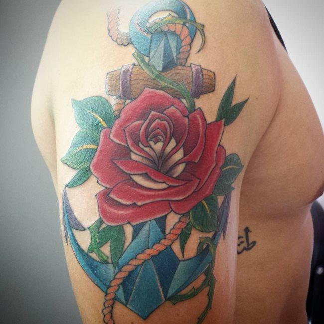 Que symbolise une ancre sur un tatouage?